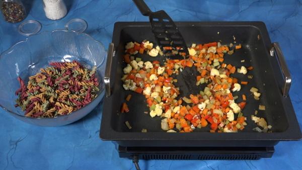 Eifeler-Rezepte – Haferkleie-Nudeln Gemüsepfanne & Warme Sahnenudeln